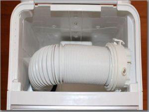 布団乾燥機の本体に収納されているホース部分