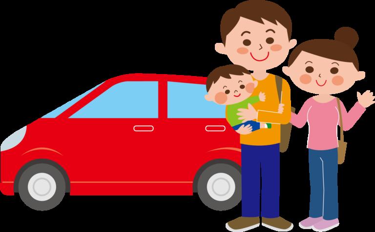 赤ちゃんを連れてドライブに出かけるパパとママ。