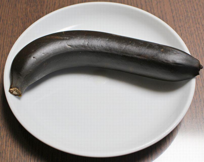 トースターで焼いた後の皮付きバナナ。